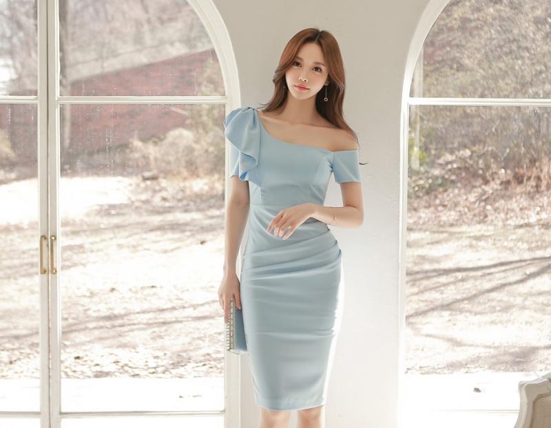 【Nina SHOP】韓國名媛 性感斜肩露背包臀連衣裙